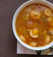 Daržovių sriuba su dešrelėmis