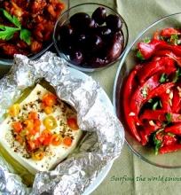 Kepta feta ir paprikų salotos