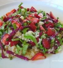 Braškių – špinatų – kuskuso salotos