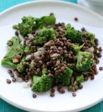 Šiltos lęšių ir brokolių salotos