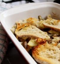 Kepti baklažanai su grybais, sūriu ir skrebučiais