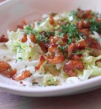 aštrios krevetės su salotomis