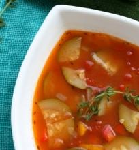 Cukinijų ir pomidorų sriuba