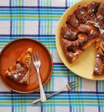 Biskvitinis pyragas su nektarinais