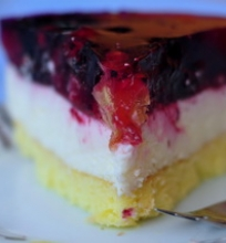 Mascarpone's ir uogų tortas