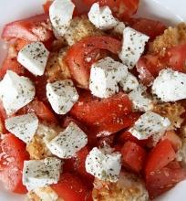 Graikiškos duonos salotos
