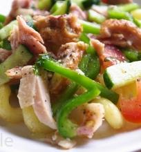 keptų makaronų salotos su vištiena