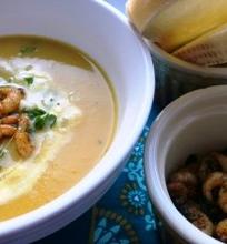 Šilkinė moliūgų sriuba su keptomis krevetėmis