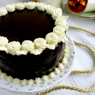 Šokoladinis tortas su duona ir cinamonu