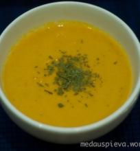 Kreminė kokosinė morkų sriuba