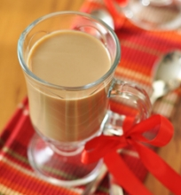 Kava su moliūgų sirupu ir pienu