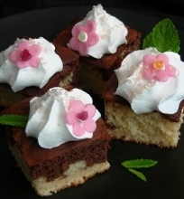 Marmuriniai pyragėliai su itališku morengu
