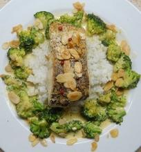 Lydeka su brokolių ir migdolų padažu