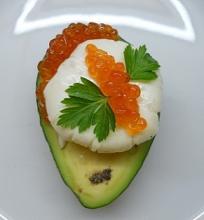 Avokado, kiaušinio ir ikrų užkandis