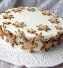 Medaus tortas su braškėmis