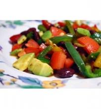 Veganiškos salotos su avokadu ir pupelėmis