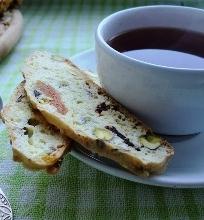 Biscotti su pistacijomis, vyšniomis ir abrikosais