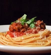 Spagečiai su jautienos kukuliais ir pomidorų padažu