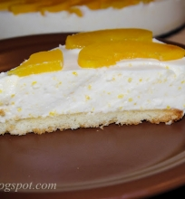 pyragas su jogurtu ir persikais
