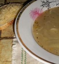Angliška svogūnų sriuba