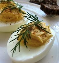 Įdaryti kiaušiniai su kario gaidele ir garstyčiomis