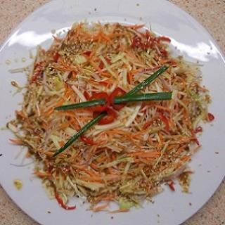 Daržovių salotos su topinambais ir čili pipirais
