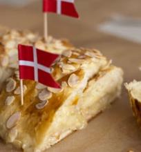 Daniška pynė su marcipanu ir apelsinų marmeladu