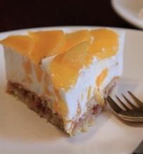 Jogurtinis pyragas su persikais