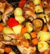 Keptos putpelės su marinuotomis daržovėmis