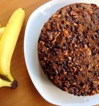 Bananinis pyragas su šokolado gabaliukų plutele