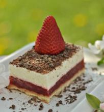 Vanilinis varškės tortas su braškėmis