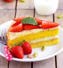 Braškių tortas su pistacijų kremu