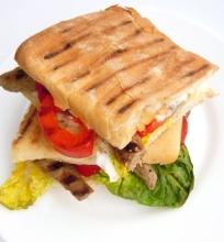 Panini sumuštinis su jautiena