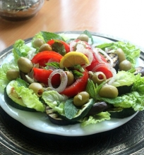 Keptų baklažanų ir cukinijų salotos