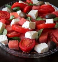 Arbūzų ir pomidorų salotos