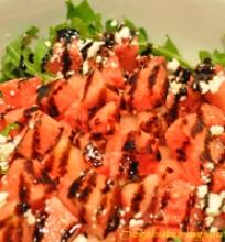 Arbūzo-gražgarsčių-fetos salotos