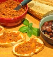 Saulėje džiovintų pomidorų pesto