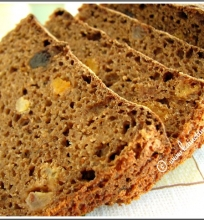 Plikyta ruginė duona su džiovintais vaisiais