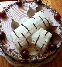 Jogurto-grietinėlės tortas su uogomis