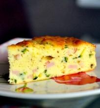 Pyragas su ricotta sūriu, kumpiu ir cukinija