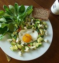 Šiltos pusryčių salotos