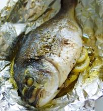 Orkaitėje kepta žuvis
