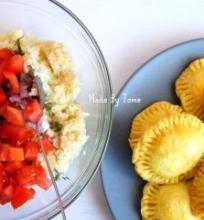 Pyragėliai su vištiena ir kuskuso salotomis