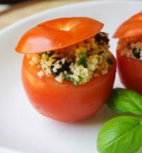Gardintu kuskusu įdaryti pomidorai