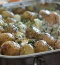 Mažos bulvytės su padažu
