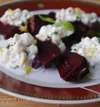 Burokėlių salotos su grūdėta varške