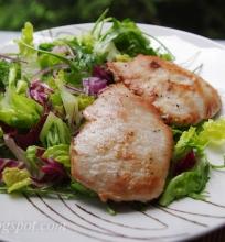kiaulienos kepsneliai su salotomis