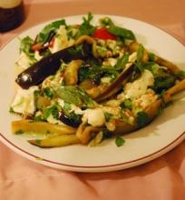 Baklažanų ir mocarelos salotos
