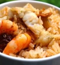 Krevečių sultinyje virti ryžiai su voveraitėmis