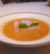 Pomidorų sriuba su pipirine degtine